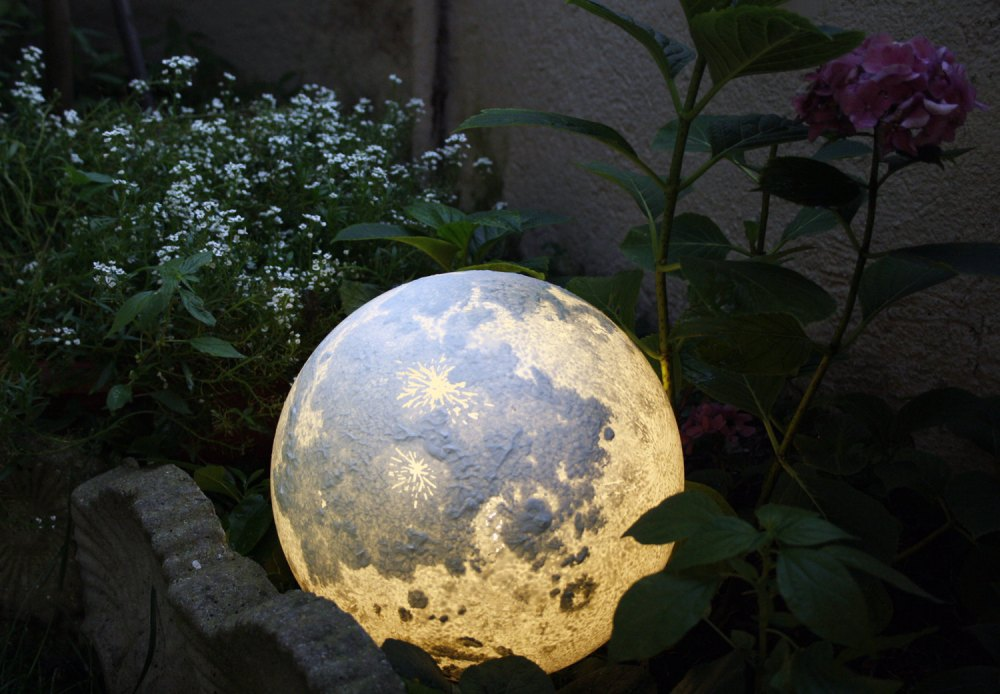 15 Gift Ideas For a Space Explorer | Moon Lamp