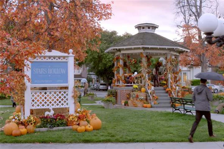 Five Fictional Cities I'd Love To Visit | Stars Hollow (Gilmore Girls)