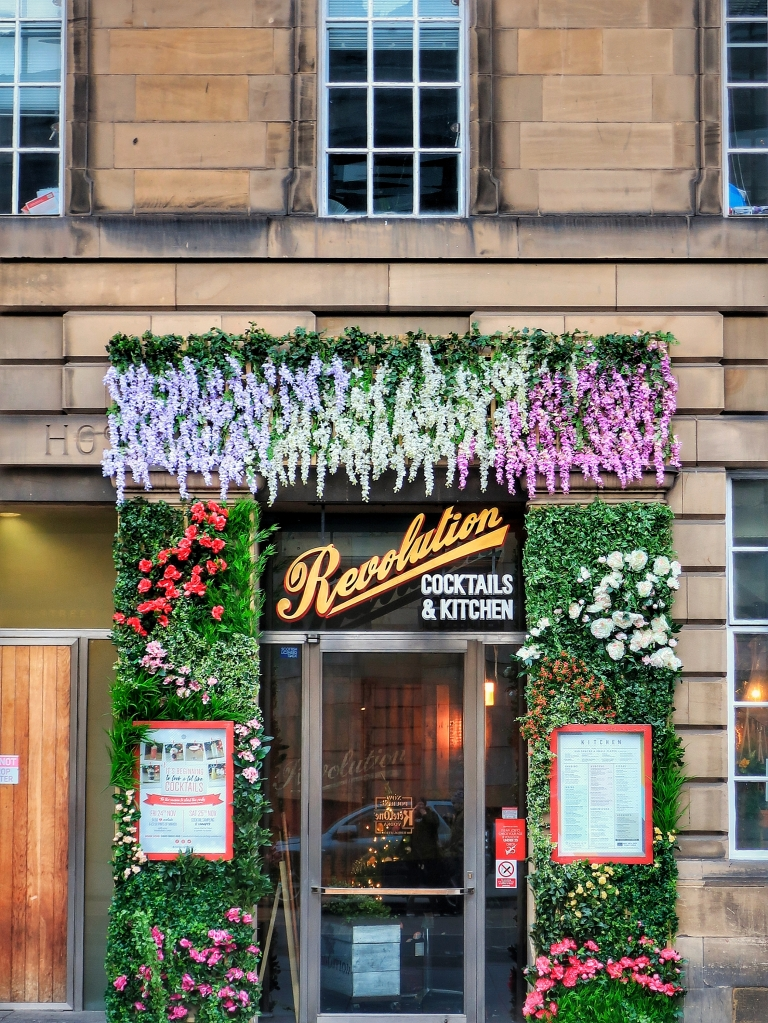 Beautiful Places in Edinburgh at Christmas | Revolution