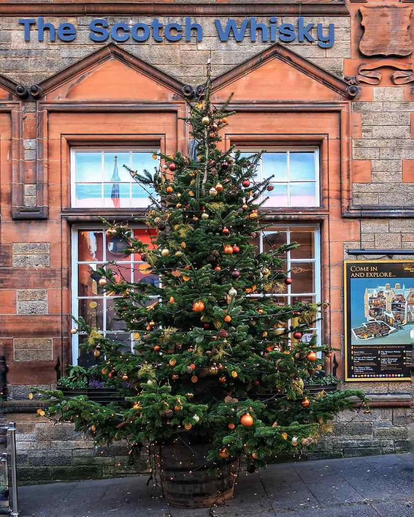Beautiful Places in Edinburgh at Christmas | Royal Mile