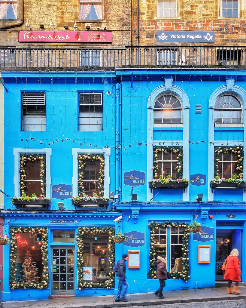 Beautiful Places in Edinburgh at Christmas | Victoria Street